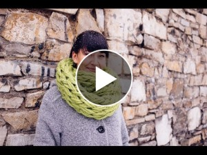Infinity Scarf Arm Knitted – Video Tutorial