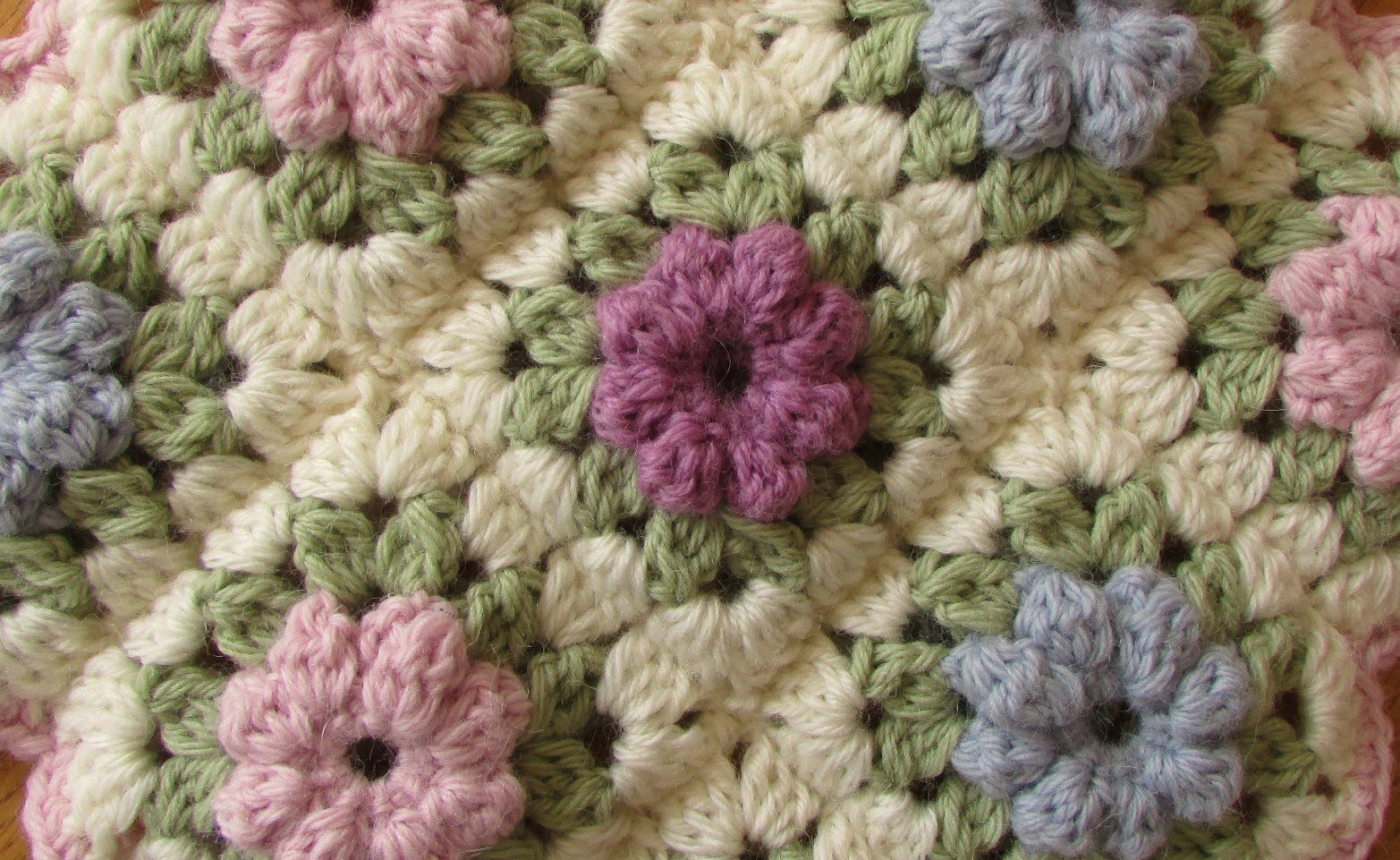 Puff Flower Blanket Crochet Pattern & Video Tutorial