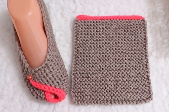 Knitted Slippers Featured Image - This video tutorial will teach you how to make these knitted house slippers. These gorgeous slippers also help maintain a fashionable-yet-comfy home look!